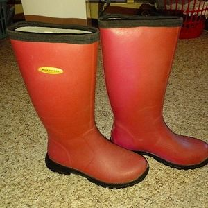 Muck boots company red/brown/maroon rain boots. 9